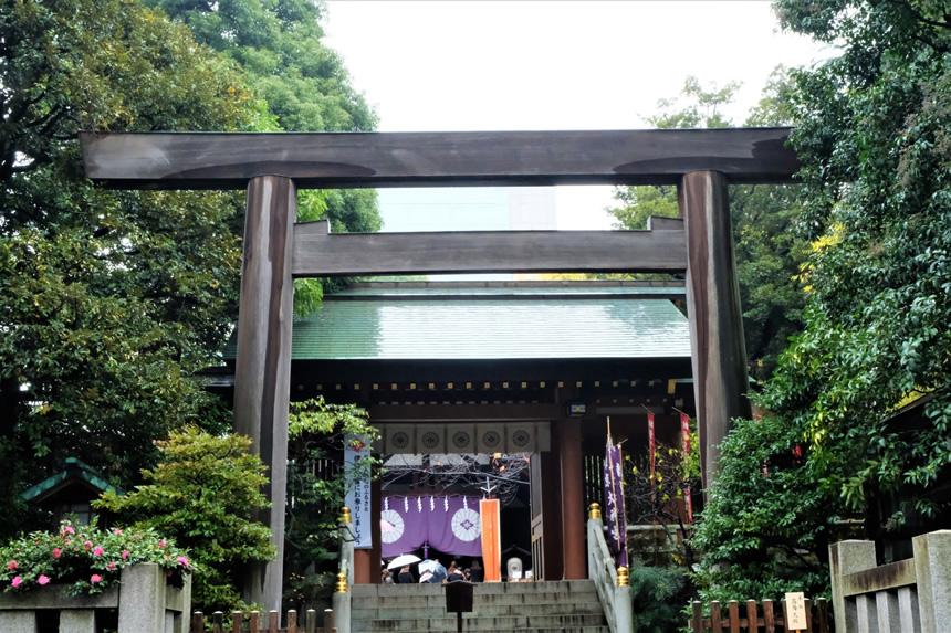 今回は、東京大神宮を紹介します。 最寄駅は地下鉄「飯田橋」駅でオフィス街の中にあり、『東京のお伊勢さま』として多くの人に親しまれている神社です。